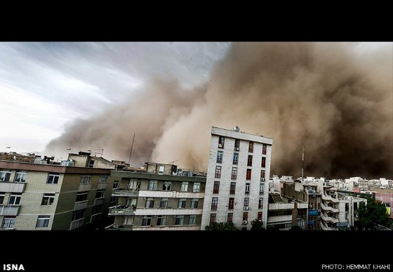 توفان سیاه در تهران 4 نفر را کشت و 30 مجروح بر جای گذاشت