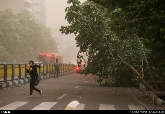 توفان سیاه در تهران 4 نفر را کشت و 30 مجروح بر جای گذاشت (+عکس)