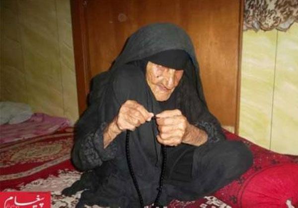 مادر 113 ساله، حسرت به دل و تنها (+عکس)