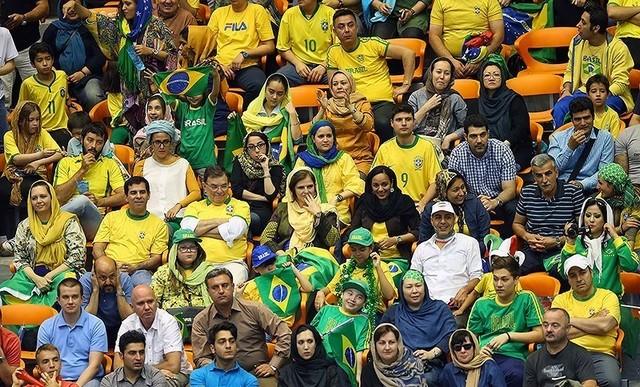 پاسپورتهایی که مجوز ورود زنان به ورزشگاه است (+عکس)