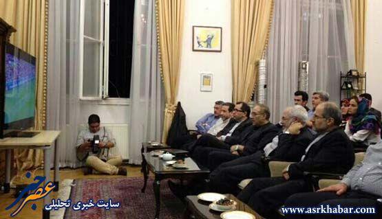 عکس: ظریف و همکاران در حال تماشای بازی ایران