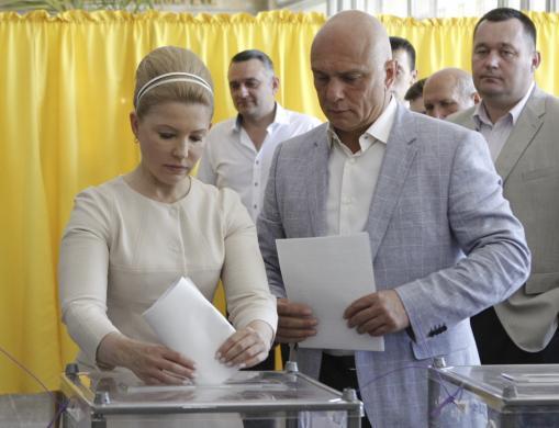 تیموشنکو و همسرش در حال رای دادن (+عکس)