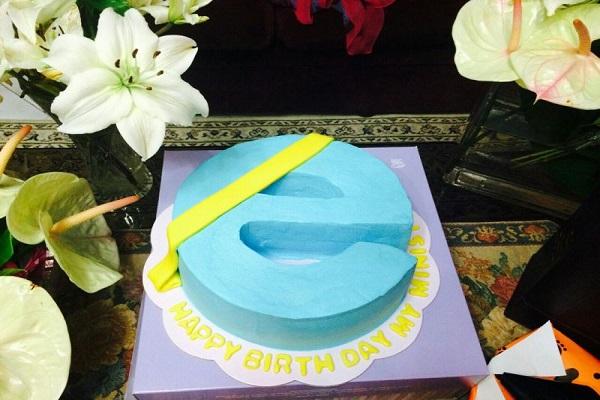 کیک تولد وزیر ارتباطات (+عکس)