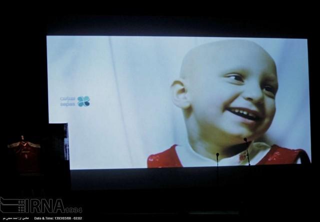 حراج 1.5 میلیارد تومانی پیراهن حمید استیلی به نفع کودکان سرطانی (عکس)
