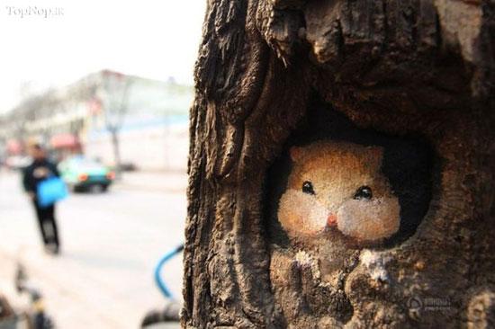 تبدیل گودی درختان به آثار هنری (عکس)