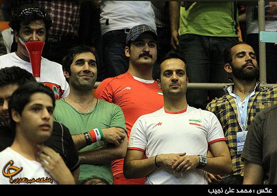حضور هنرمندان در بازی والیبال ایران و ایتالیا (+عکس)