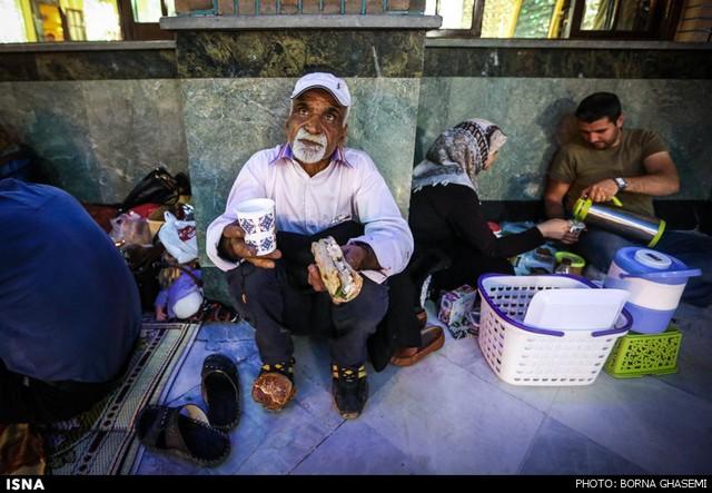 افطار در تجریش (عکس)