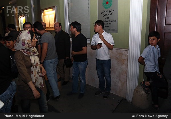 حضور ظریف در مراسم شب قدر در وین (+عکس)