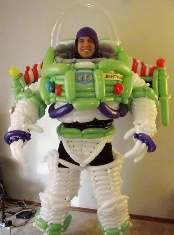 طراحی لباسی عجیب با 200 بادکنک! (+عکس)