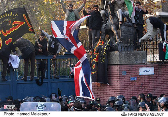چه کسی خسارت میلیاردی حمله به سفارت انگلیس را خواهد داد: مردم ایران یا مجرمان مهاجم؟