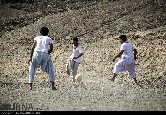 فوتبال در سرزمین باد و آفتاب (عکس)