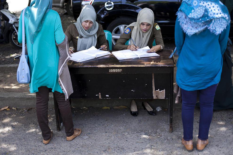 گشت ارشاد در اندونزی (+عکس)