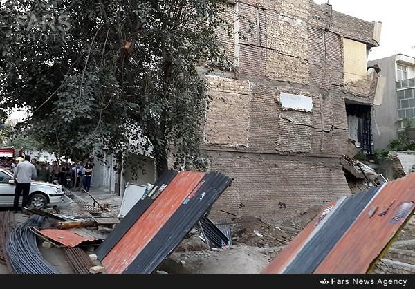 ریزش ساختمان بر اثر گودبرداری غیراصولی - تهران (عکس)