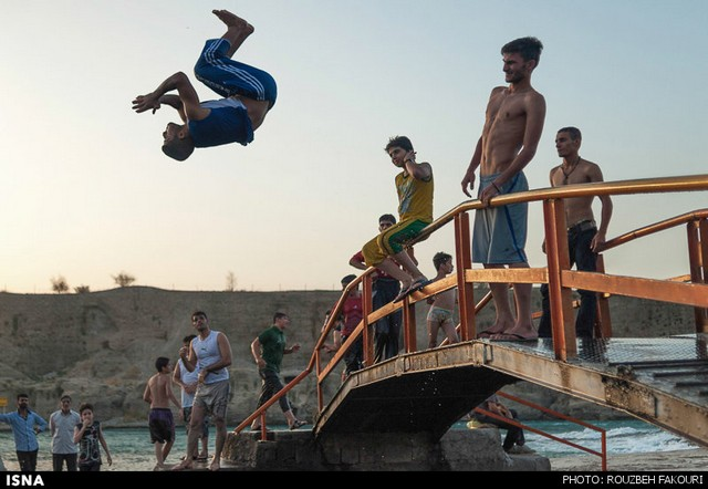 آبتنی در رودخانهی دز - دزفول (عکس)