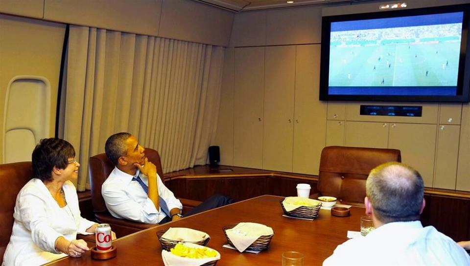 اوباما در حال تماشای فوتبال آمریکا(عکس)