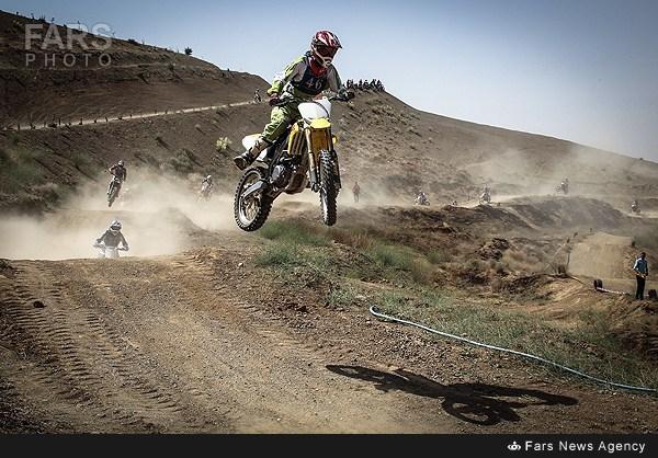 مسابقات موتورکراس در تهران (عکس)