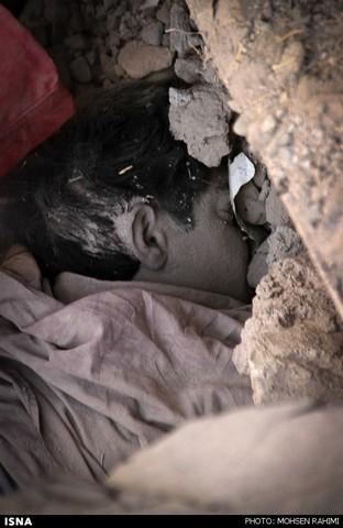 تصاویر ریزش مرگبار ساختمان در مشهد (16+)