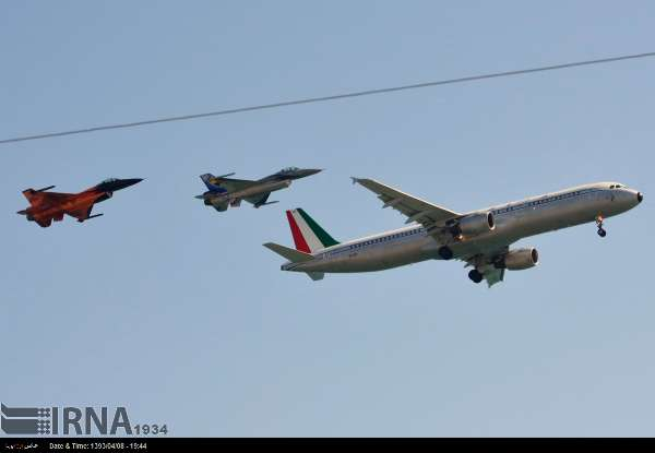 نمایش پرواز آکروباتیک در ایتالیا (عکس)