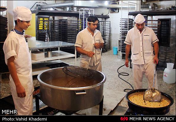 کارگاه پخت زولبیا و بامیه - مشهد (عکس)