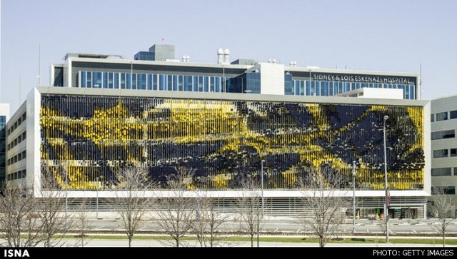 ساختمانی که با حرکت بیننده تغییر رنگ میدهد (+عکس)