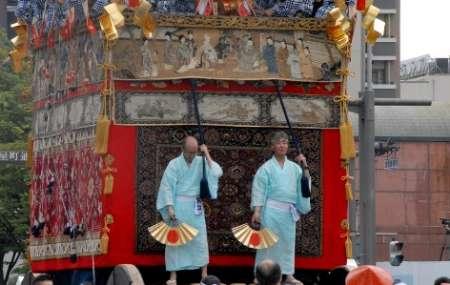 فرش ایرانی به عنوان نماد زیبایی در ژاپن