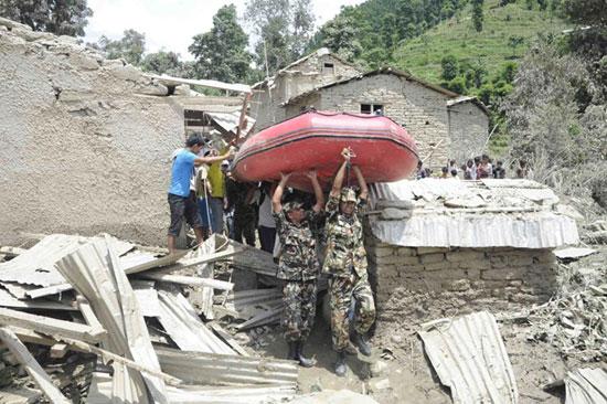 رانش مرگبار زمین در نپال (+عکس)