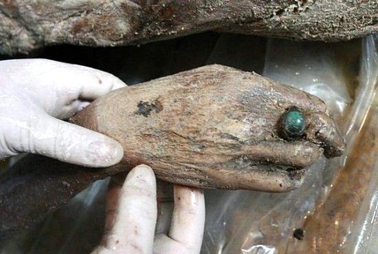 کشف جسد سالم زن 700 ساله (عکس)