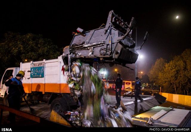 یکشب با کارگران ایستگاه درونشهری زباله (عکس)