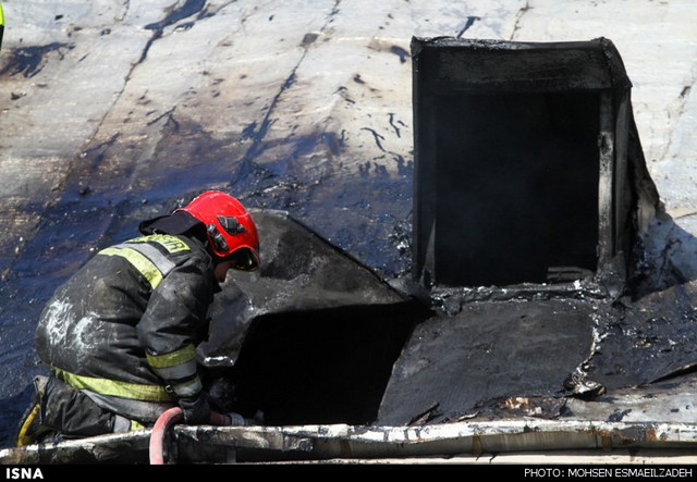 آتش سوزی در انبار لوازم یدکی خودرو - مشهد (عکس)
