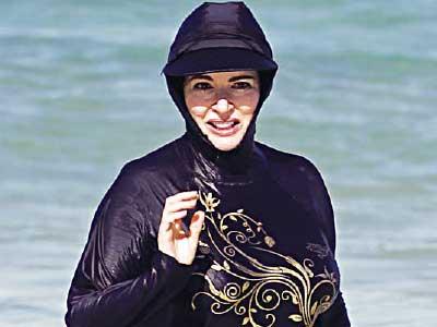 اعتراض زنان مراکش به ممنوعیت شنا با لباس (+عکس)