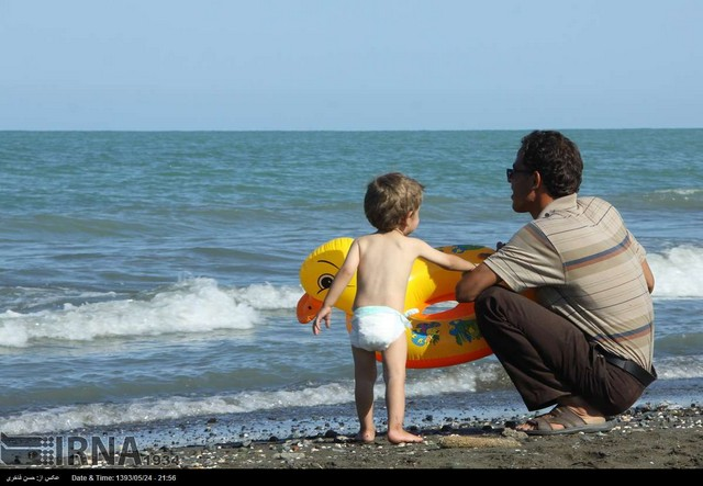 تعطیلات تابستان در سواحل خزر (عکس)