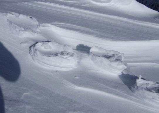 کشف رد پاهای عجیب بر روی برف! (+عکس)