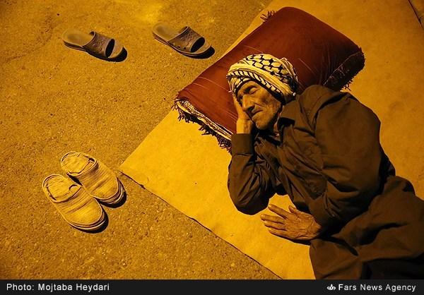 زلزله زدگان ایلامی در خیابان ها (عکس)