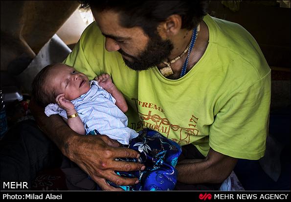 نوزاد معتاد کودک معتاد عکس جالب اخبار جالب