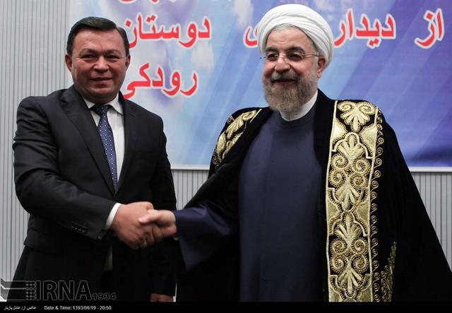 لباس زرین آکادمی علوم تاجیکستان بر تن روحانی (عکس)