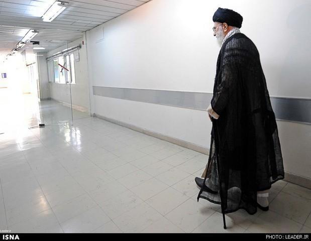 عکس رهبری در بیمارستان
