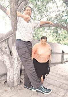 قدبلندترین مرد جهان در 44 سالگی درگذشت