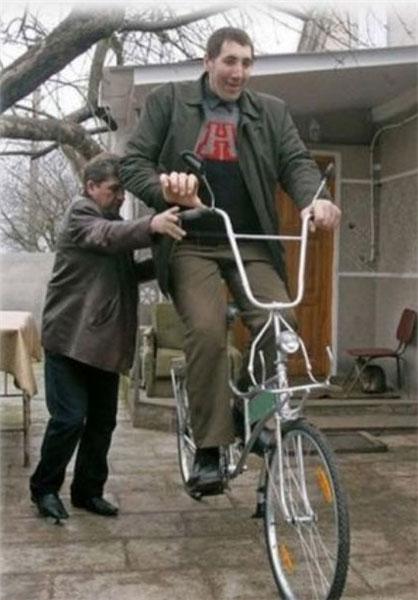 بلند قدترین مرد جهان درگذشت (+عکس)