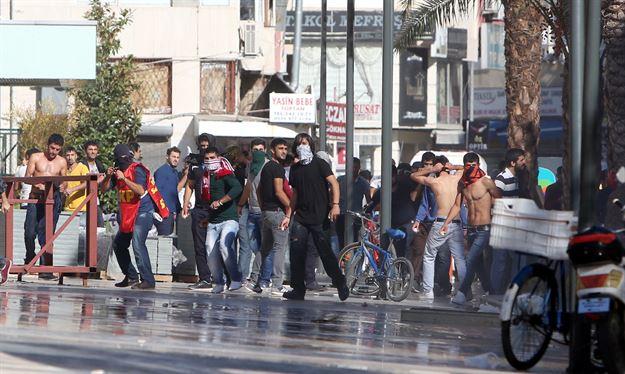 14 کشته و صدها زخمی در اعتراضات گسترده سه شنبه شب در مناطق کردنشین ترکیه (+عکس)