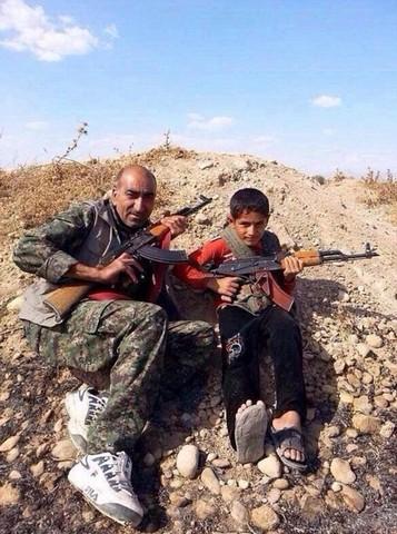 مقاومت خانواده کرد در برابر داعش (عکس)