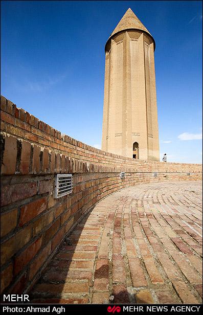 بلندترین برج تمام آجری جهان؛ گنبد قابوس (عکس)