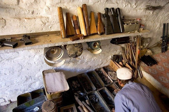 روستایی با شغل عجیب مردانش (عکس)