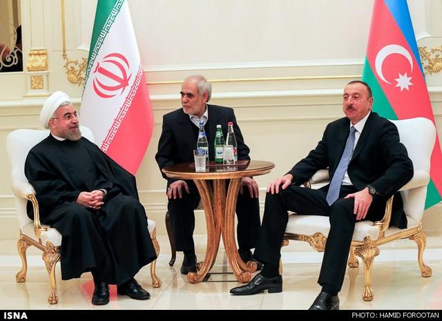 سفر رییس جمهور به باکو (عکس)