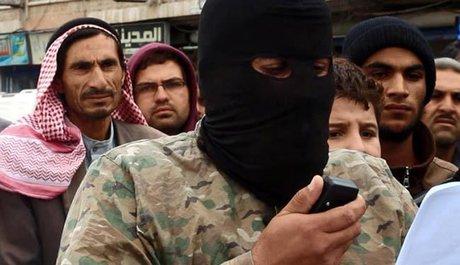 گردن زدن سوریها با شمشیر داعش(+عکس)