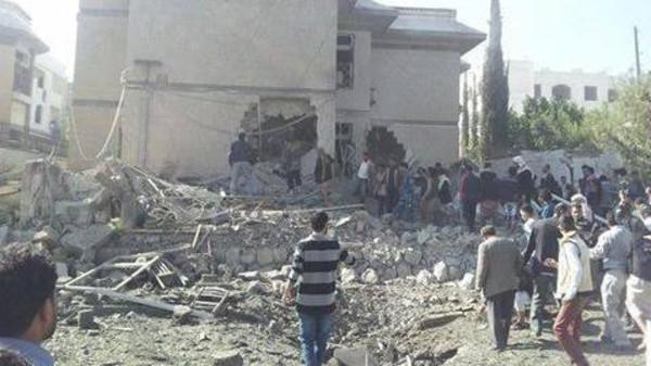 3 کشته در انفجار منزل سفیر ایران در یمن/ سفیر در خانه نبود  (+عکس)