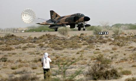 گاردین :ایرانیان جنگنده های 40 سال پیش را استادانه به پرواز در می آورند