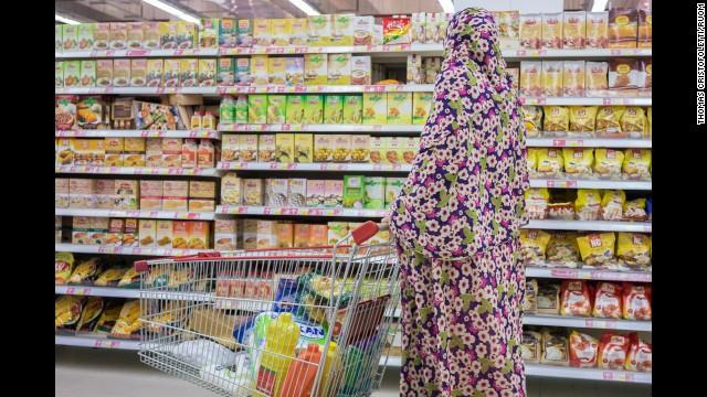 تصاویر عکاس ایتالیایی از رواج فروشگاه های به سبک غربی در ایران (+عکس)