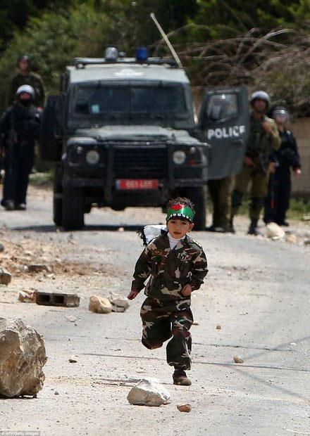 شجاع ترین پسر 5 ساله دنیا (+عکس)