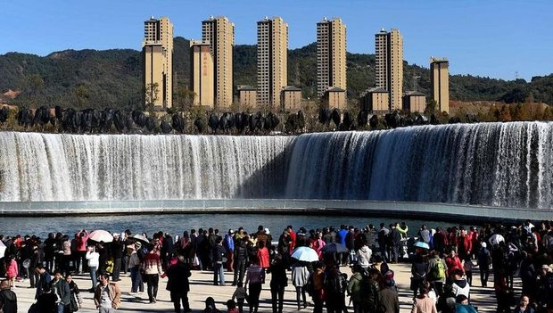بزرگترین آبشار مصنوعی آسیا رونمایی شد