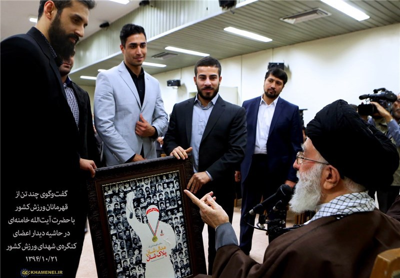 گفتوگوی قهرمانان ورزش ایران با مقام رهبری (+عکس)